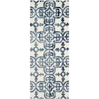 Safavieh Handmade Dip Dye Watercolor Vintage Ivory/ Navy Wool Rug (2'3 x 6')