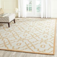 Safavieh Hand-Hooked Four Seasons Ivory / Tan Polyester Rug - 8' x 10'
