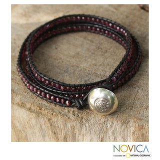 Handcrafted Silver Leather 'Love's Passion' Garnet Bracelet (Thailand)