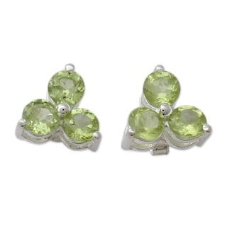 Handcrafted Sterling Silver 'Chennai Stars' Peridot Earrings (India)