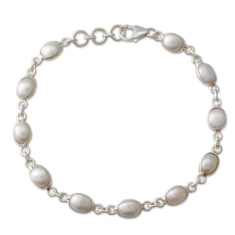 Handmade Romantic Aura Freshwater Pearl Adjustable Bracelet (India)