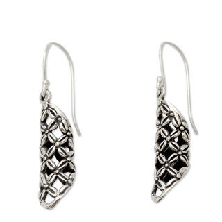 Handmade Sterling Silver 'Daisy Droplets' Earrings (India)