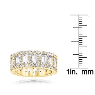 Luxurman 18k Gold 5 4/8ct TDW Diamond Eternity Ring (F-G, VS1-VS2)