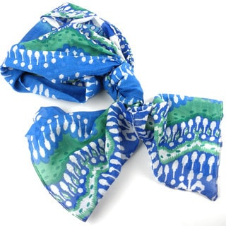 Handmade White and Blue Ikat Design Cotton Scarf (India)