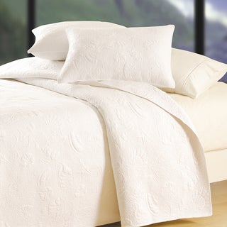 White Shell Matelasse Quilt (Shams Not Included)