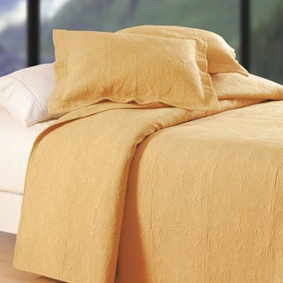 Gracewood Hollow Pedulla Cornsilk Yellow Matelasse Quilt (Shams Not Included)