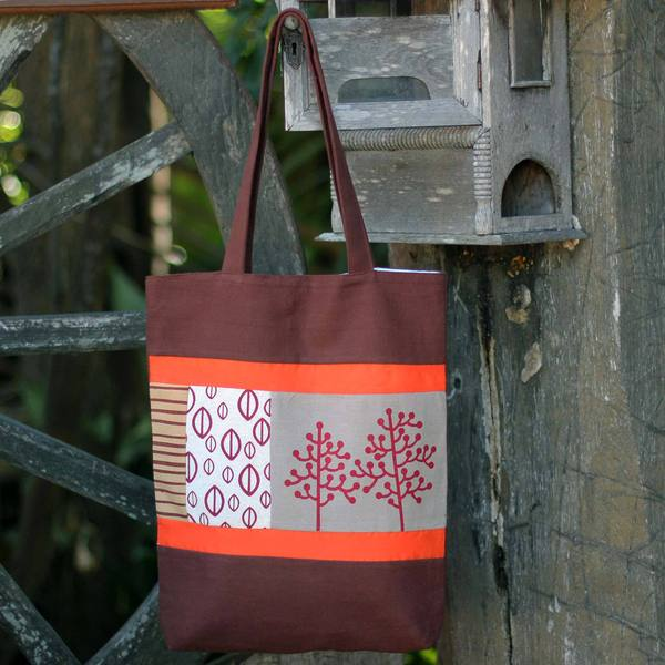 Handcrafted Cotton Batik 'Love of Nature' Shoulder Bag (Thailand)