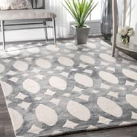 nuLOOM Handmade Dip Dyed Geometric Wool Light Grey Rug - 7'6 x 9'6