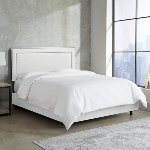Skyline Furniture Nail Button Border Bed in Premier White
