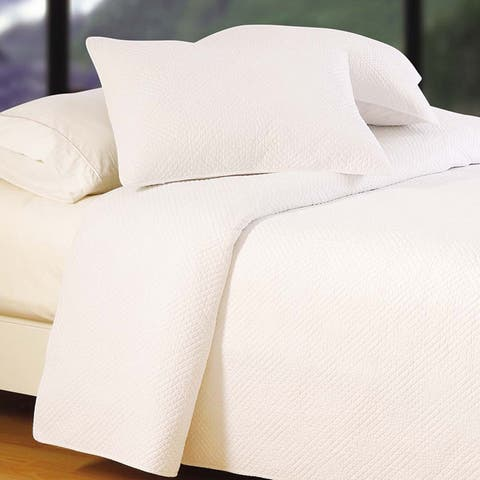 Hampton White Cotton Matelasse Quilt (Shams Not Included)