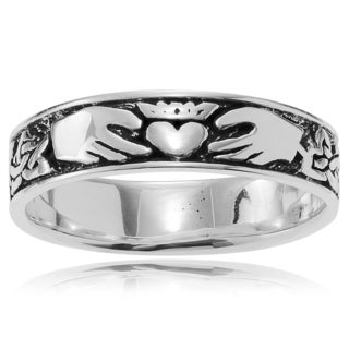 Journee Collection Sterling Silver Celtic Knot Band (5 mm)