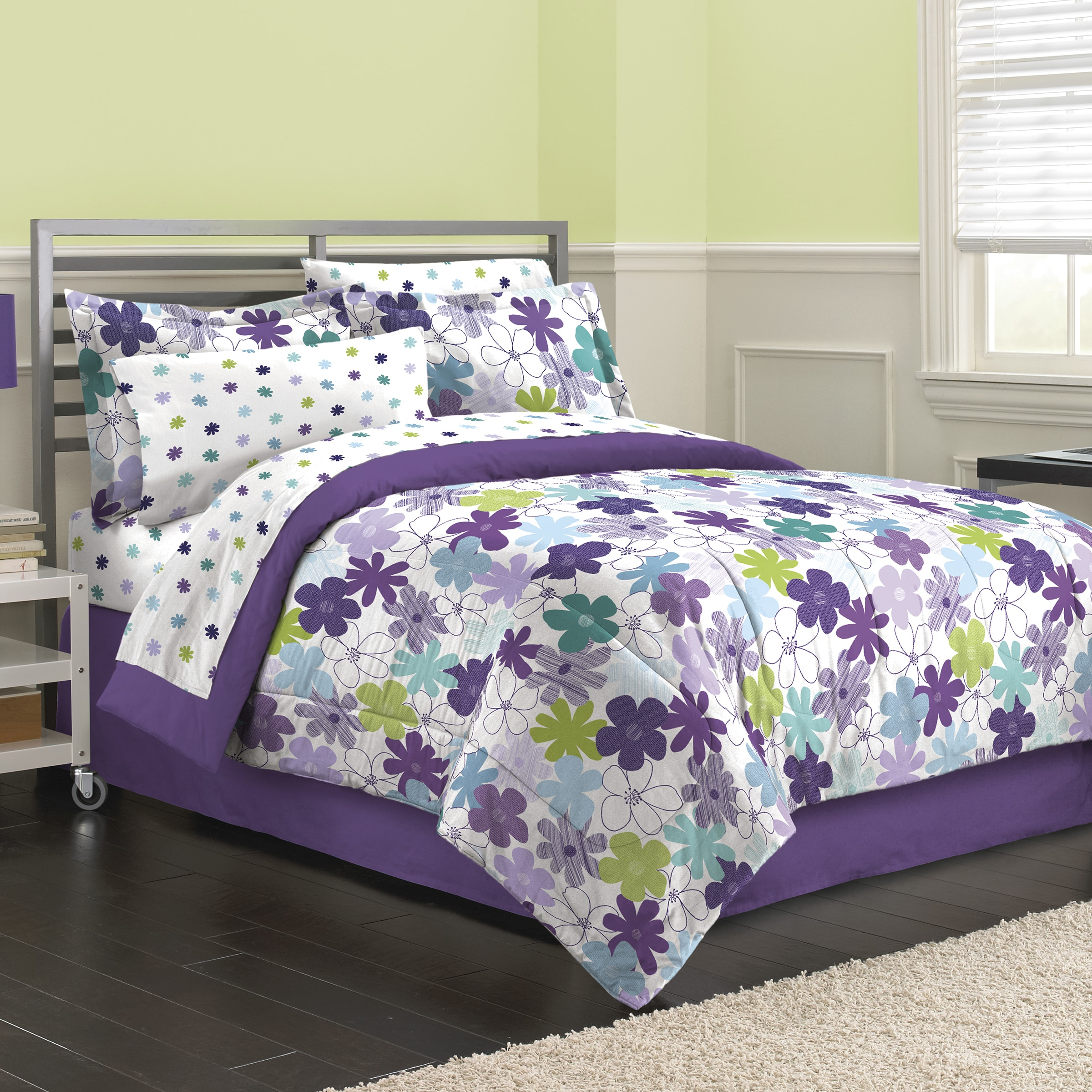 Graphic Daisy 8-piece Bed in a Bag with Sheet Set (Queen)...