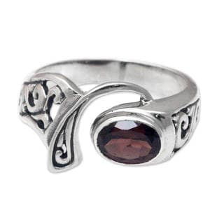 Handcrafted Sterling Silver 'Jimbaran' Garnet Ring (Indonesia)
