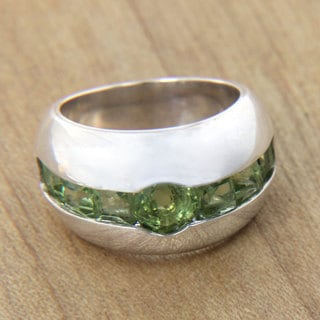 Sterling Silver 'Lime Halo' Peridot Ring (Indonesia)
