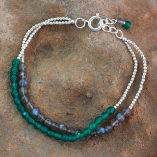 Handcrafted Silver 'In Peace' Labradorite Onyx Bracelet (India)