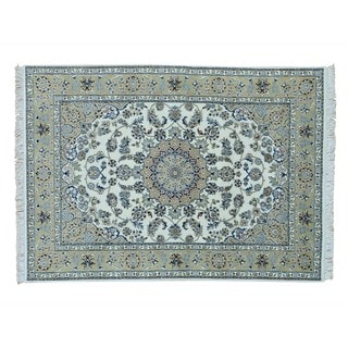 Ivory Wool and Silk Nain Hand-knotted Oriental Rug (5' x 7')