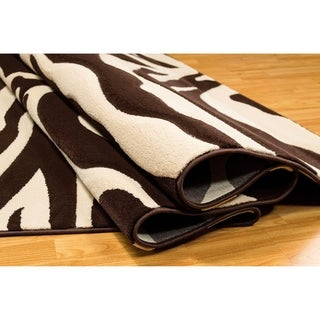 LYKE Home Hand-carved Chocolate Animal Print Area Rug (5' x 7')
