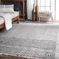 Strick & Bolton Evans Handmade Flatweave Diamond Chain Cotton Fringe Grey Area Rug - 5' x 8'