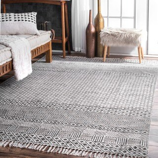 Strick & Bolton Evans Handmade Flatweave Diamond Chain Cotton Fringe Grey Area Rug (5' x 8')