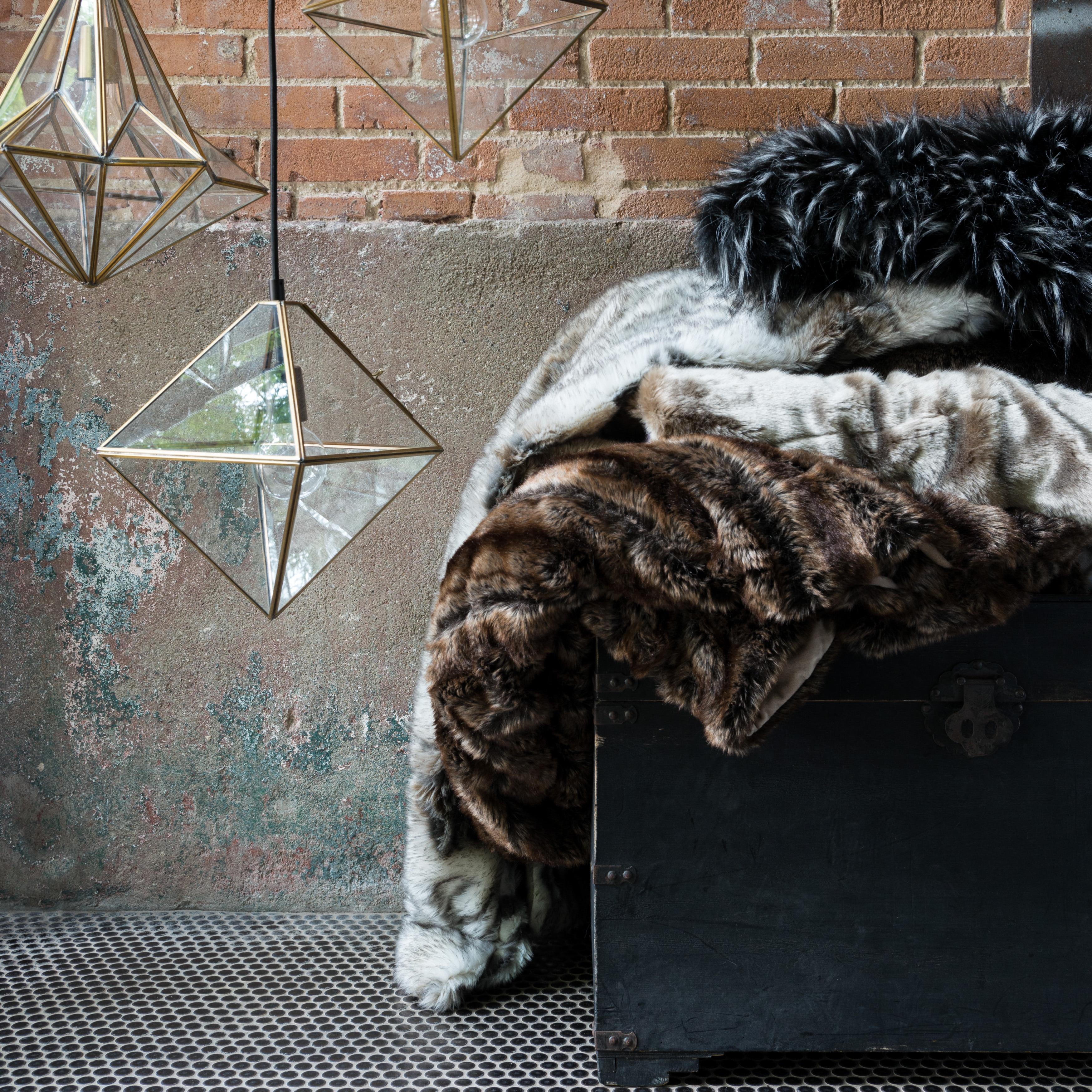 Alexander Home Plush Faux Fur Throw Blanket (White/ Grey ...