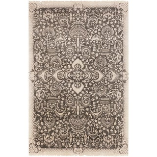 Hand-Knotted Wilton Floral Wool Rug (5'6 x 8'6)