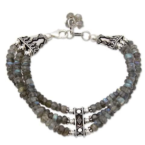 Handmade Sterling Silver Mystery of Love Green/Grey Labradorite Bracelet (India)