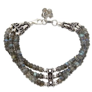 Handmade Sterling Silver Mystery of Love Green/Grey Labradorite Bracelet (India)
