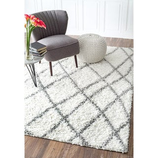 nuLOOM Alexa My Soft and Plush Moroccan Trellis White Easy Shag Rug (8' x 10') (As Is Item)