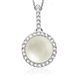 14k White Gold Pearl and 1/8ct TDW Diamond Halo Pendant (G-H, I1-I2)