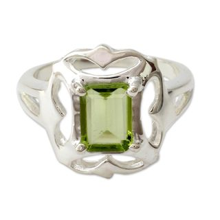 Handcrafted Sterling Silver 'Reverie' Peridot Ring (India)