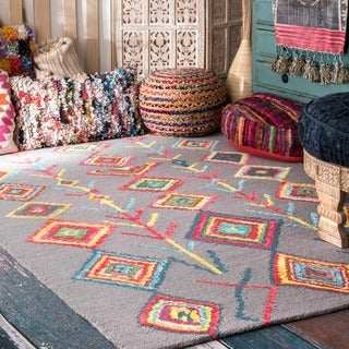 nuLOOM Contemporary Handmade Wool/ Viscose Moroccan Triangle Grey Rug (4' x 6')