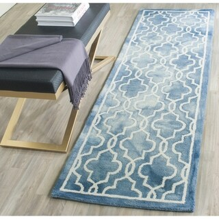 Safavieh Handmade Dip Dye Watercolor Vintage Blue/ Ivory Wool Rug (2'3 x 8')