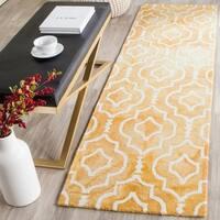 Safavieh Handmade Dip Dye Watercolor Vintage Gold/ Ivory Wool Rug - 2'3 x 8'