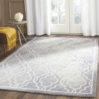 Safavieh Handmade Dip Dye Watercolor Vintage Grey/ Ivory Wool Rug - 2' X 3'