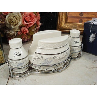 D'Lusso Designs Grape Design 3-piece Salt Pepper Napkin Set with Metal Caddy
