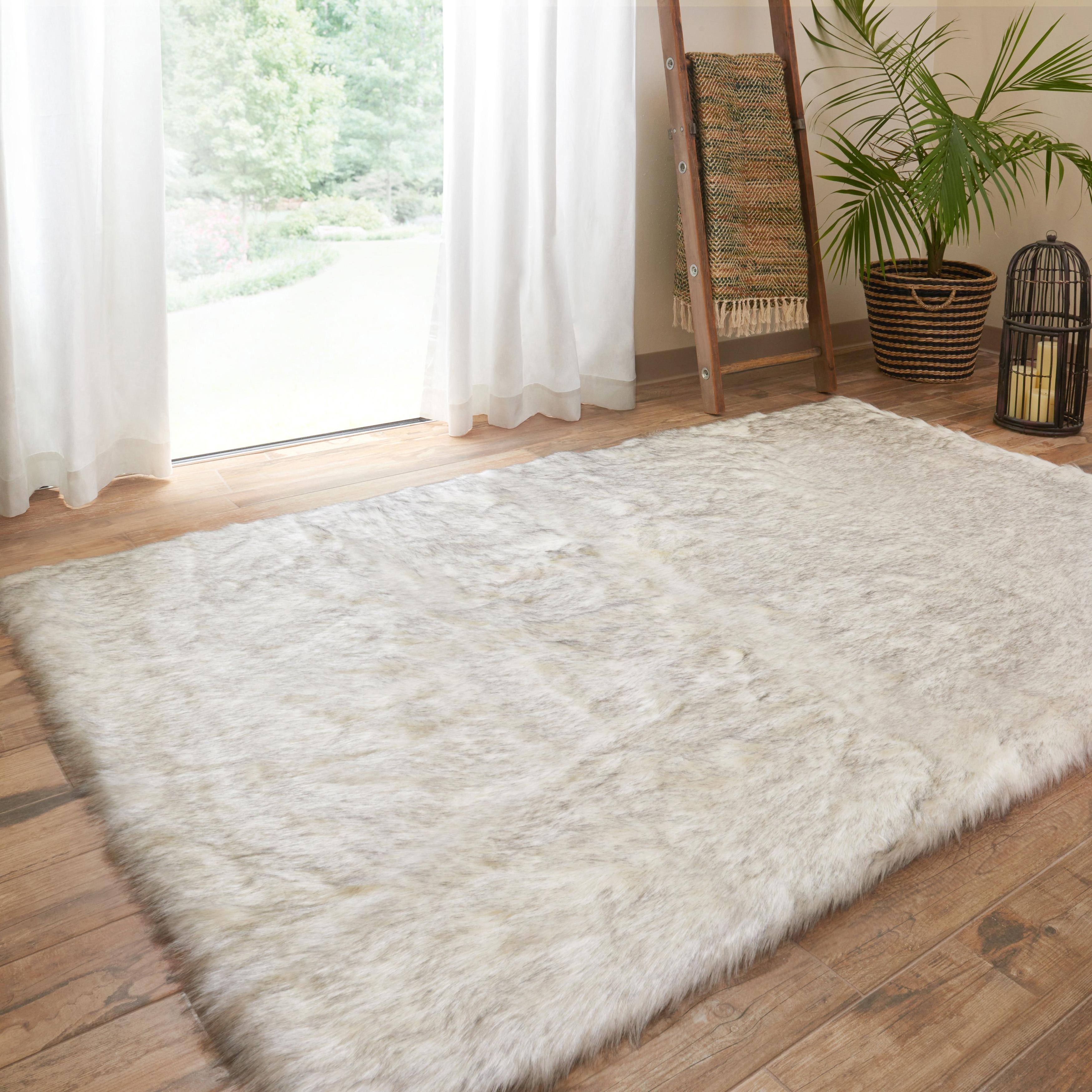 Alexander Home Faux Fur Ivory/ Grey Shag Rug (5'0 x 7'6) ...