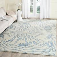Safavieh Handmade Bella Dark Blue/ Ivory Wool Rug - 8' X 10'