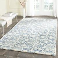 Safavieh Handmade Chatham Dark Blue/ Ivory Wool Rug - 5' Square