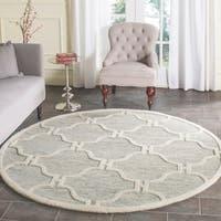 Safavieh Handmade Cambridge Light Grey/ Ivory Wool Rug - 6' x 6' Round