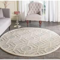 Safavieh Handmade Cambridge Light Grey/ Ivory Wool Rug - 6' Round