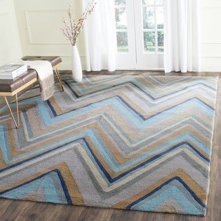 Safavieh Hand-Hooked Four Seasons Green/ Multi Chevron Rug (5' x 7')
