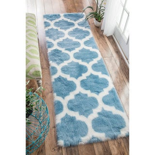 nuLOOM Cozy Soft and Plush Faux Sheepskin Trellis Shag Kids Nursery Blue Runner Rug (2'6 x 8')