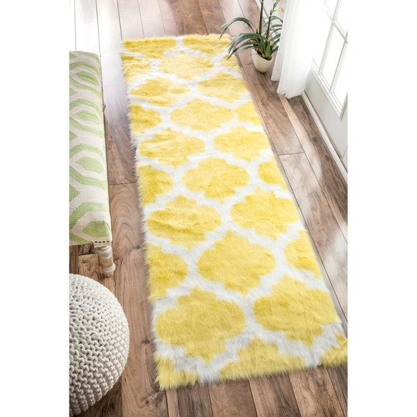 nuLOOM Cozy Soft and Plush Faux Sheepskin Trellis Shag Kids Nursery Yellow Runner Rug (2'6 x 8')