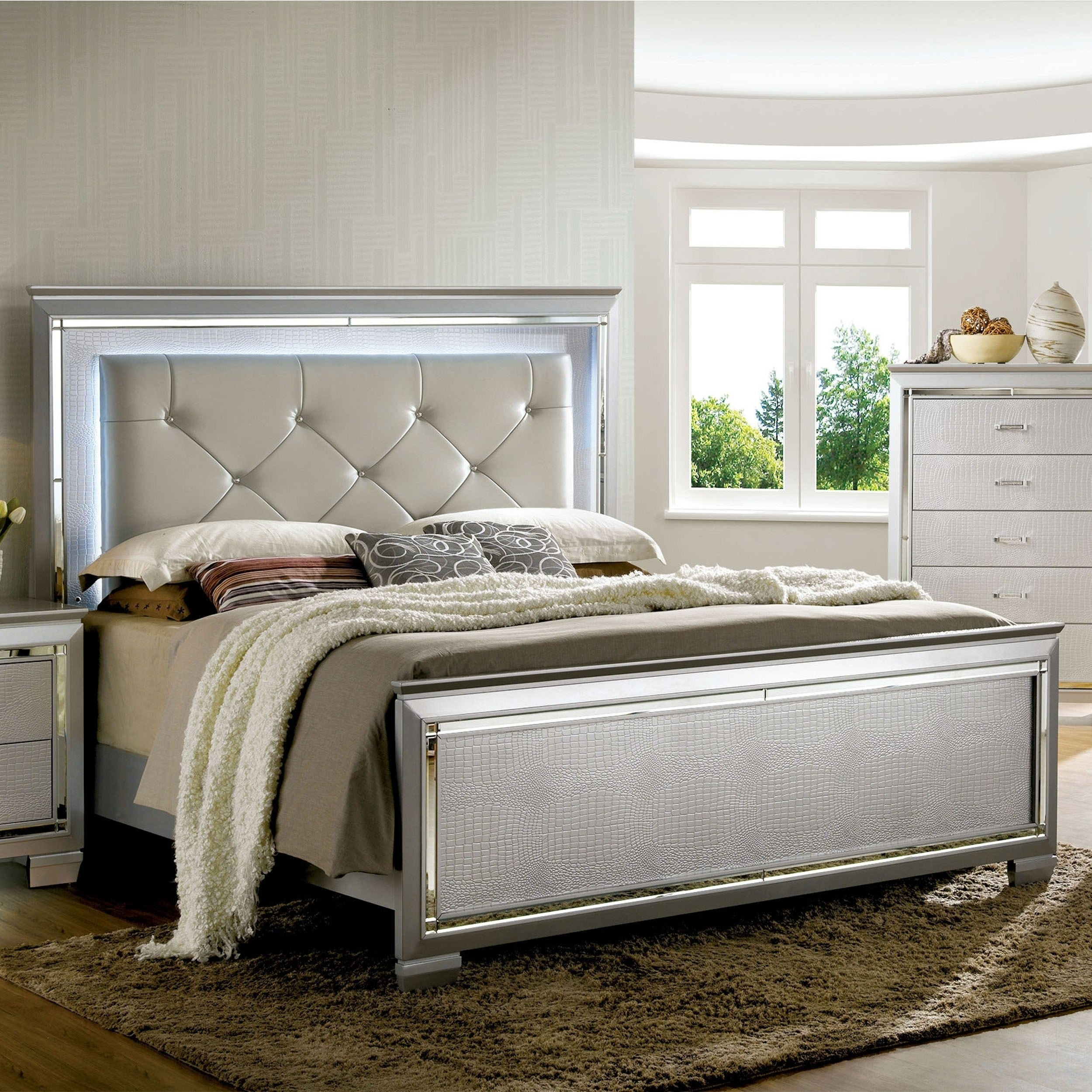 Furniture Of America Ruff Contemporary Silver Faux Leather Panel Bed Overstock 11019988
