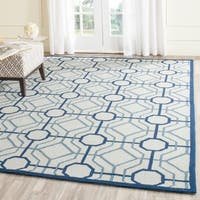 Safavieh Hand-Hooked Four Seasons Ivory / Grey Polyester Rug - 8' x 10'