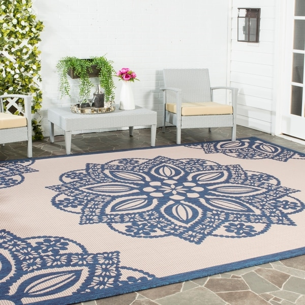 Safavieh Courtyard Floral Medallion Beige/ Navy Indoor/ Outdoor Rug - 8' x 11'