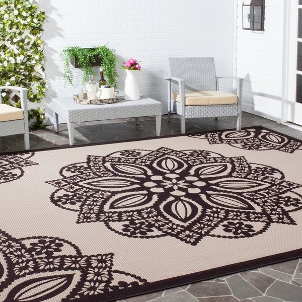 Safavieh Courtyard Floral Medallion Beige/ Black Indoor/ Outdoor Rug - 8' x 11'