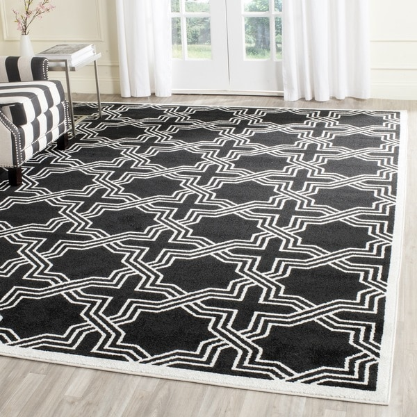 Safavieh Indoor/ Outdoor Amherst Anthracite/ Ivory Rug - 9' x 12'