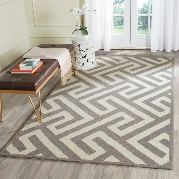 Safavieh Hand-Hooked Four Seasons Ivory / Grey Polyester Rug - 5' x 8'