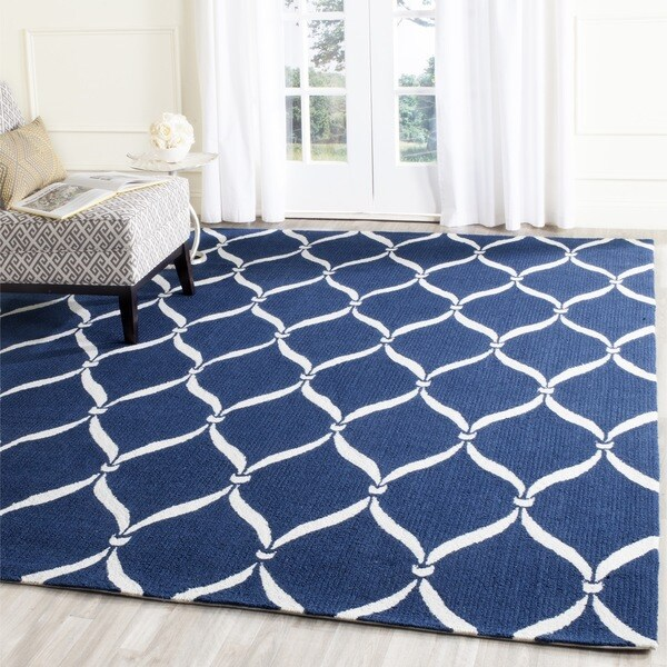 Safavieh Hand-Hooked Four Seasons Navy / Ivory Polyester Rug (5' x 8')